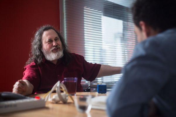 R. Stallman : « Je pense que nous allons assister à la fin de nos sociétés technologiques »